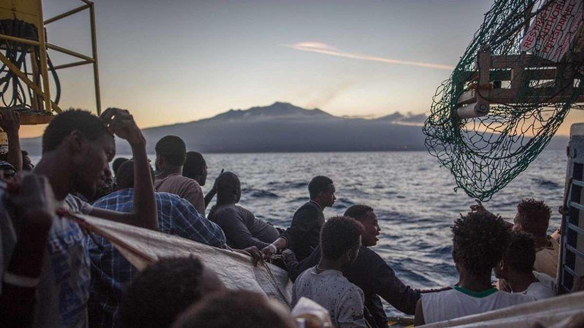 La nuova vicenda Sea-Watch 3. Salvini: Cara Olanda, ti scrivo...