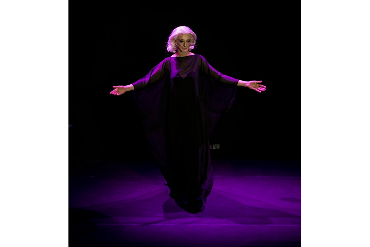 Delle Muse di Chiambretti e dello spettacolo, Drusilla Foer, la più ELEGANZISSIMA al Manzoni