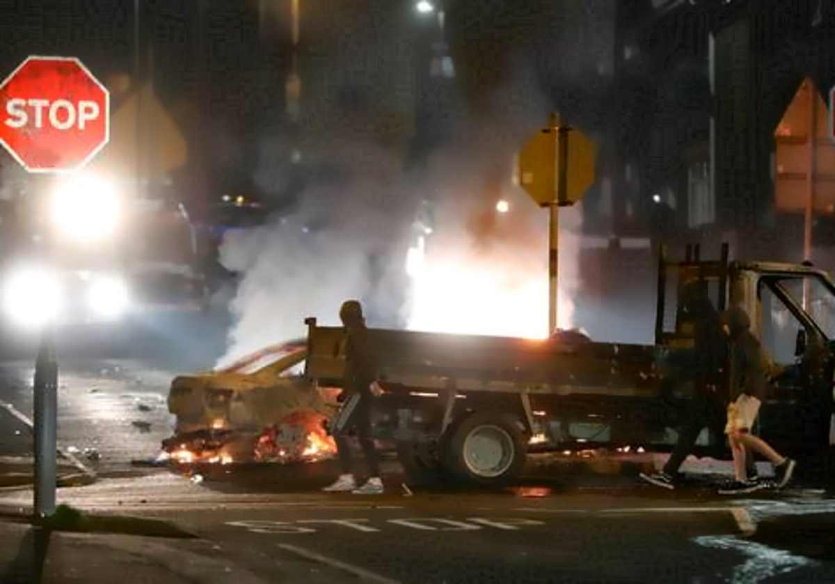 Una giornalista è rimasta uccisa negli scontri di giovedì notte a Derry, in Irlanda del Nord