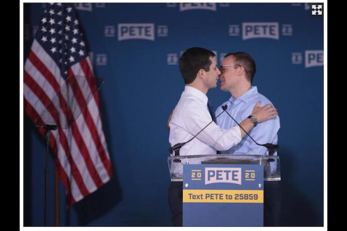 Presidenziali USA 2020. Un bacio gay sconvolge gli omofobi