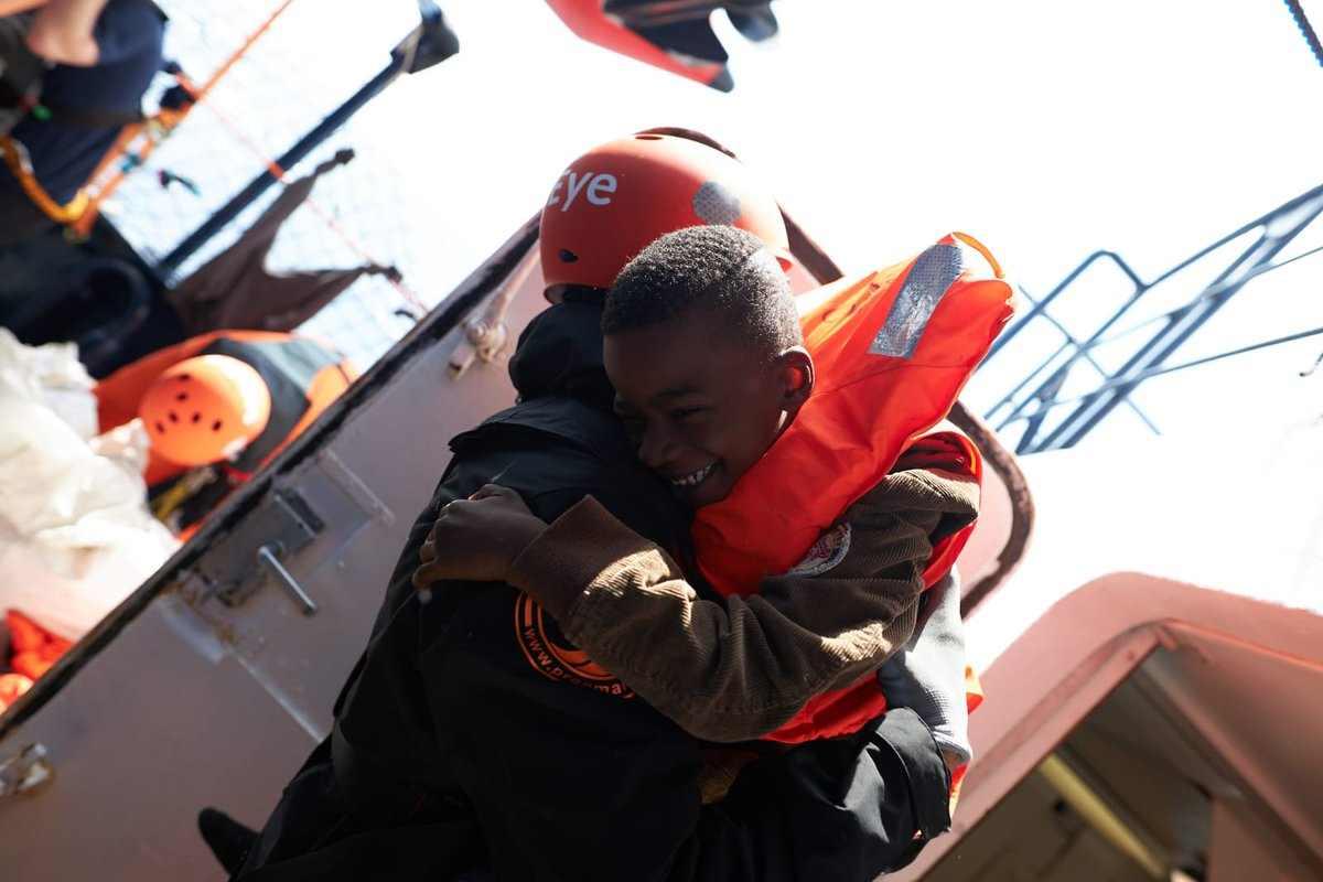 La Alan Kurdi ha sbarcato a Malta i 62 migranti a bordo, mentre la Mare Ionio salpa per una nuova missione