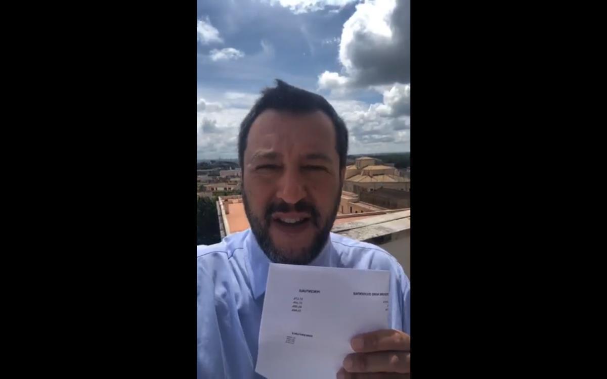 Flat tax da 30 miliardi: Salvini ha dato il via alla commedia per arrivare alla crisi di Governo