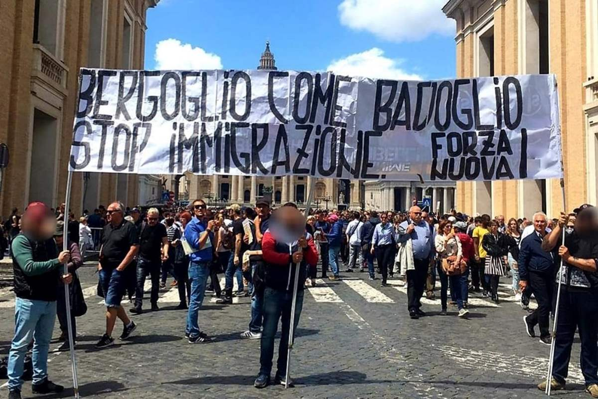 I fascisti di Forza Nuova contestano il Papa per pubblicizzare la contestazione di lunedì a Mimmo Lucano