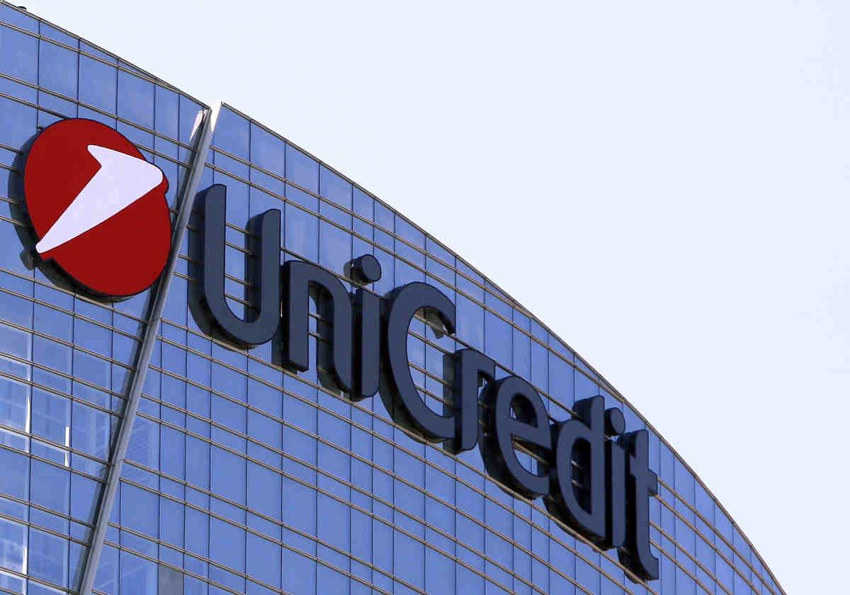 Secondo Bloomberg Unicredit avrebbe deciso di tagliare 10mila posti di lavoro