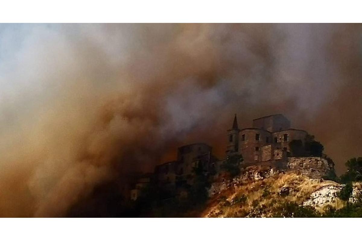 Petralia Soprana assediata dalle fiamme. Il Borgo più bello d'Italia ha vissuto momenti di paura