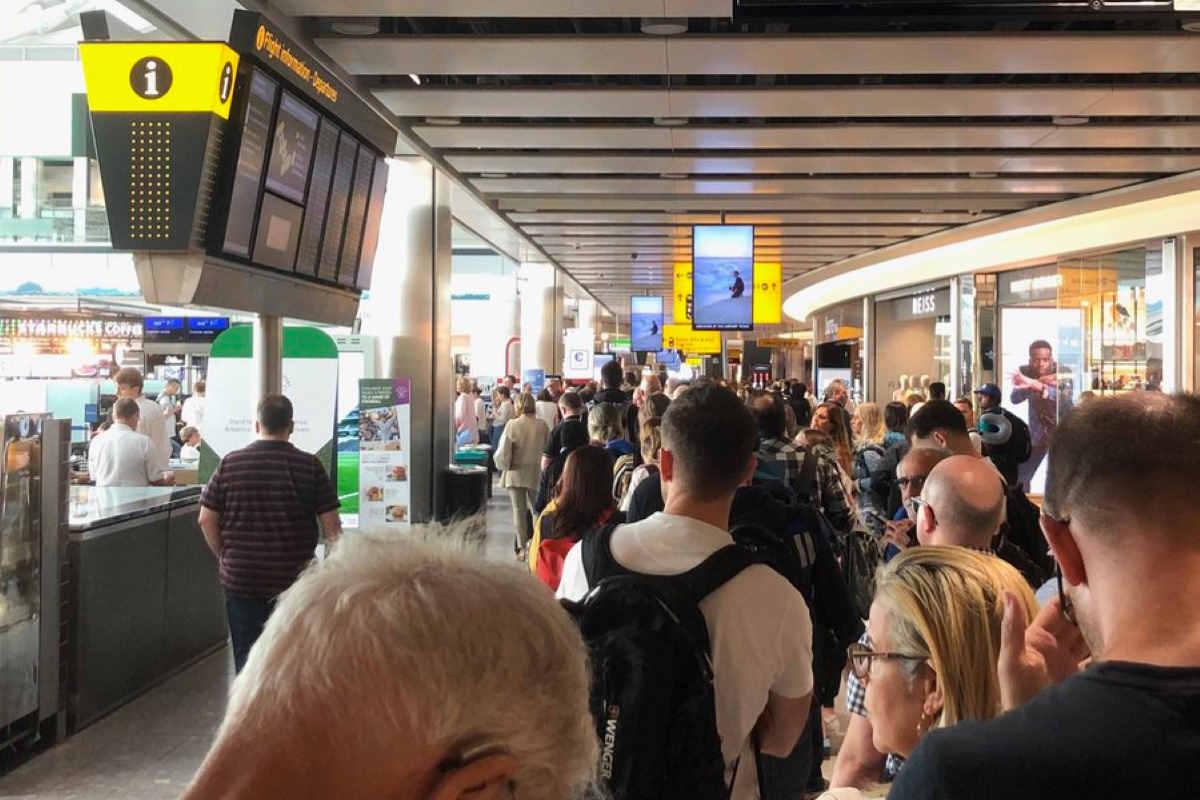 Caos negli aeroporti britannici a causa di un guasto nel sistema informatico della British Airways