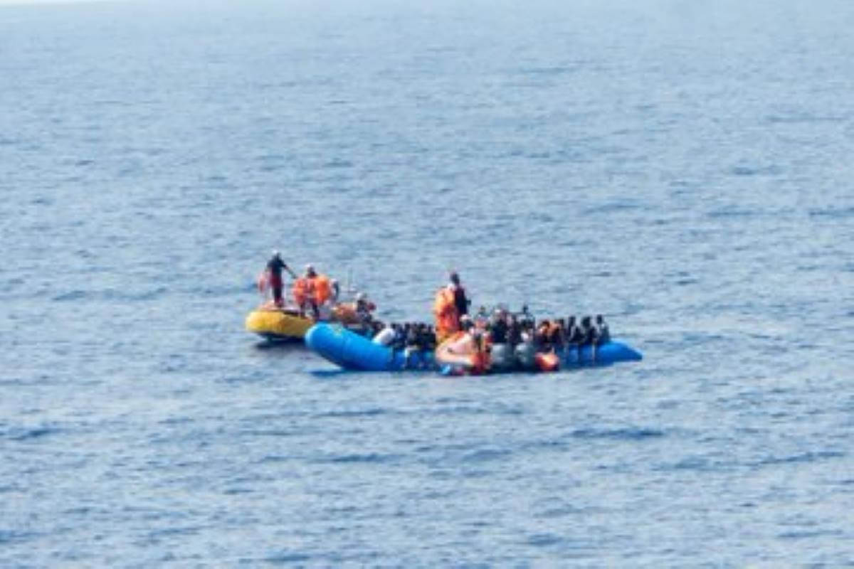 Migranti, nelle ultime ore sbarchi autonomi, salvataggi e naufragi: quello che Salvini voleva nascondere. 109 migranti salvati dalla Ocean Viking