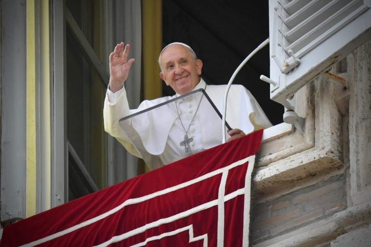 All'Angelus il Papa ricorda che il 29 settembre ricorre la Giornata Mondiale del Migrante e del Rifugiato
