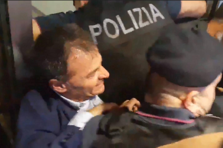 Fassina travolto dalla Polizia durante una manifestazione pacifica davanti alla sede di Roma Metropolitane