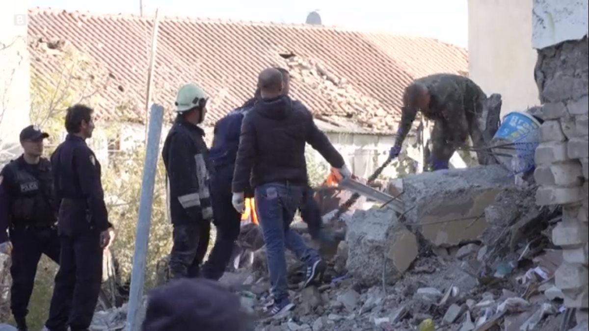 Sono arrivate a 30 le vittime del terremoto in Albania