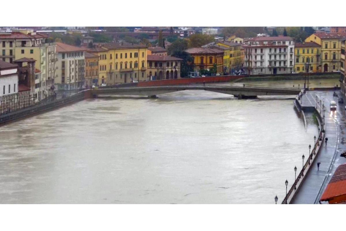 Allerta maltempo anche per lunedì 18 novembre, ma nessun pericolo per la piena dell'Arno a Pisa