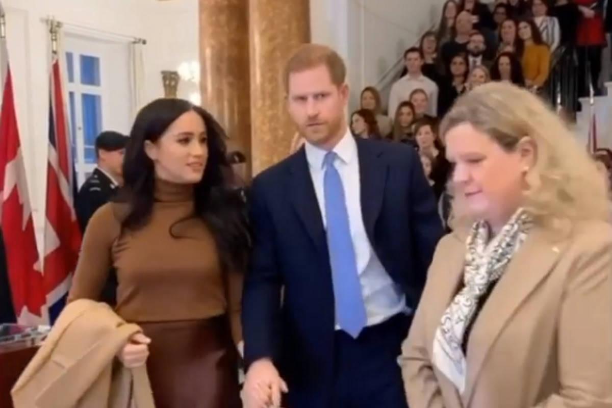 La regina concede un periodo di transizione ai duchi del Sussex che divideranno i loro impegni tra Canada e Regno Unito