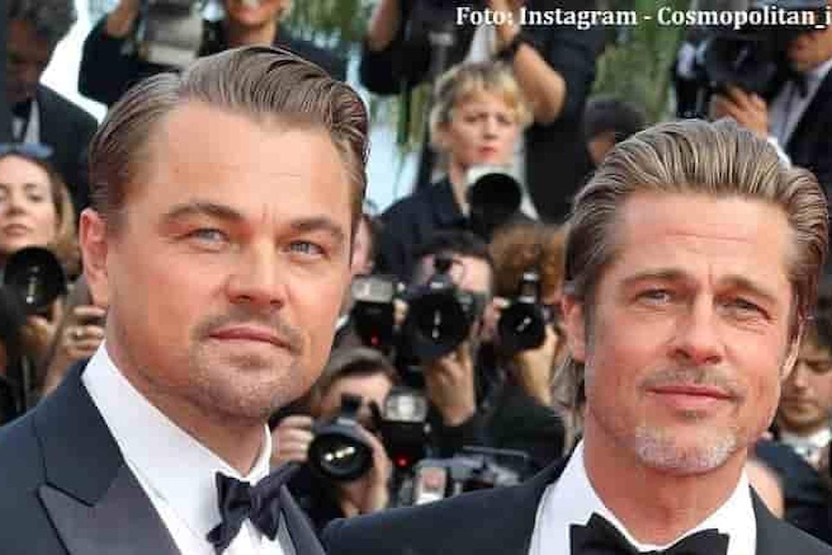 Brad Pitt vince l'Oscar e abbraccia Leonardo DiCaprio: Non potrei non esserti amico