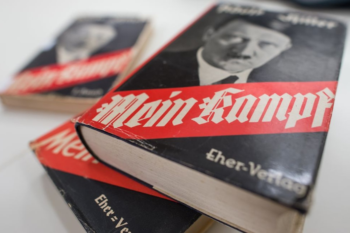 Amazon mette al bando il Mein Kampf di Adolf Hitler