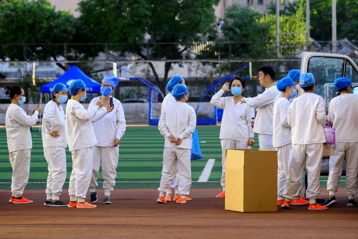 In Cina per poche decine di nuovi casi Covid si torna al lockdown, in altre nazioni dove il contagio non è mai scomparso si riapre
