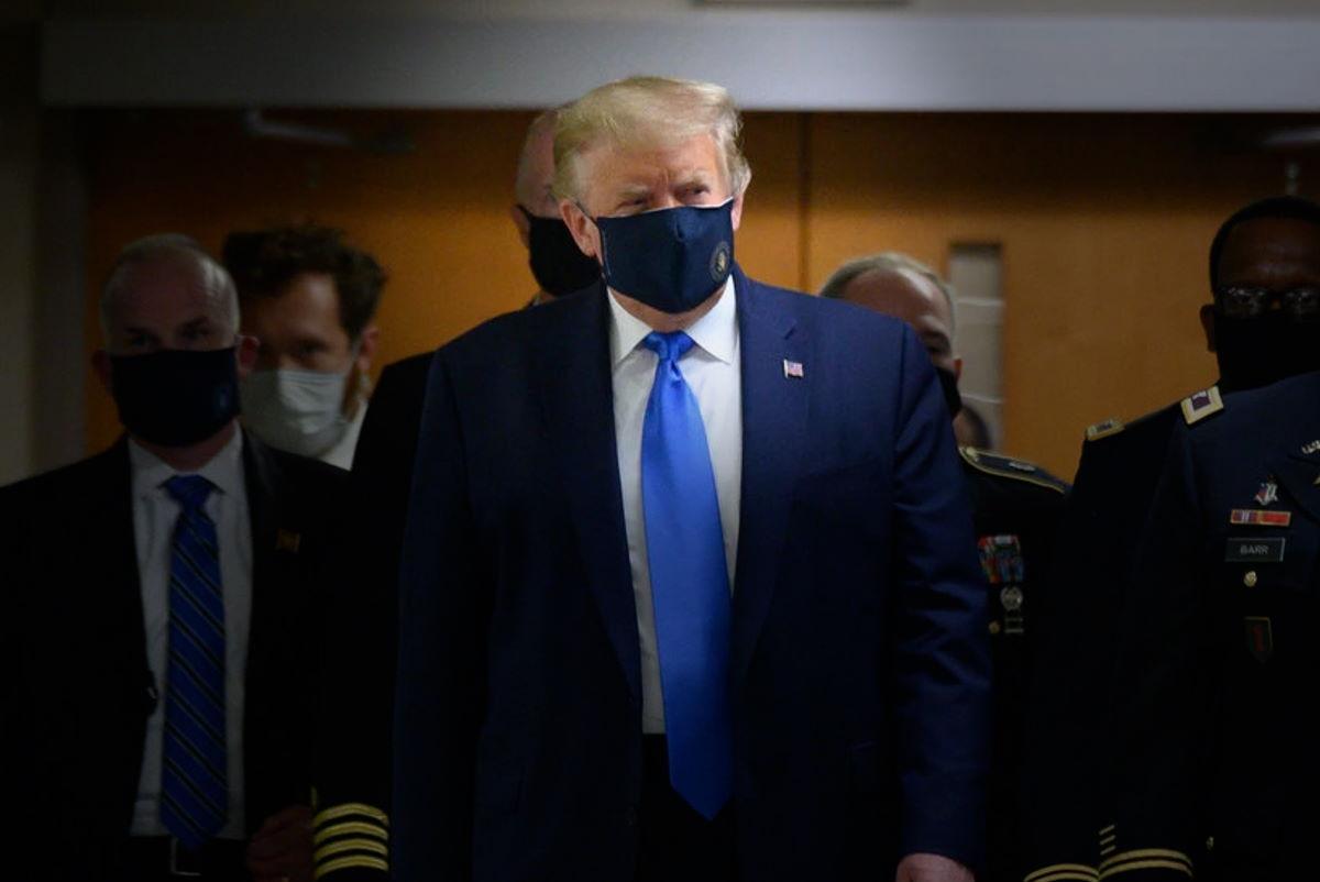 Novità, Trump indossa la mascherina in pubblico