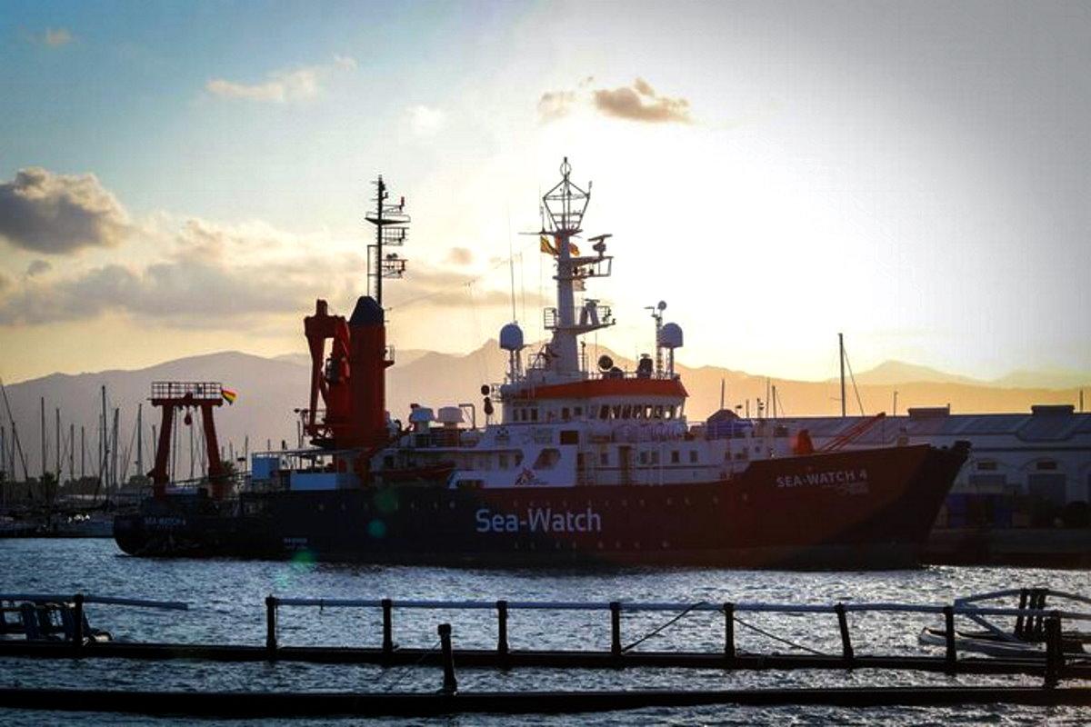 Confermato il fermo amministrativo per la Sea-Watch 4 ma la Alan Kurdi prosegue l'opera di soccorso nel Mediterrano