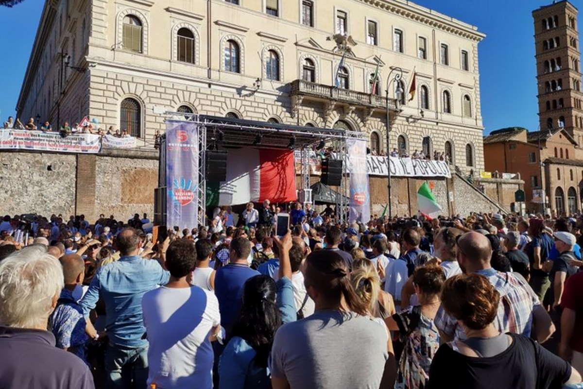Si è svolta a Roma la manifestazione dei negazionisti della Covid