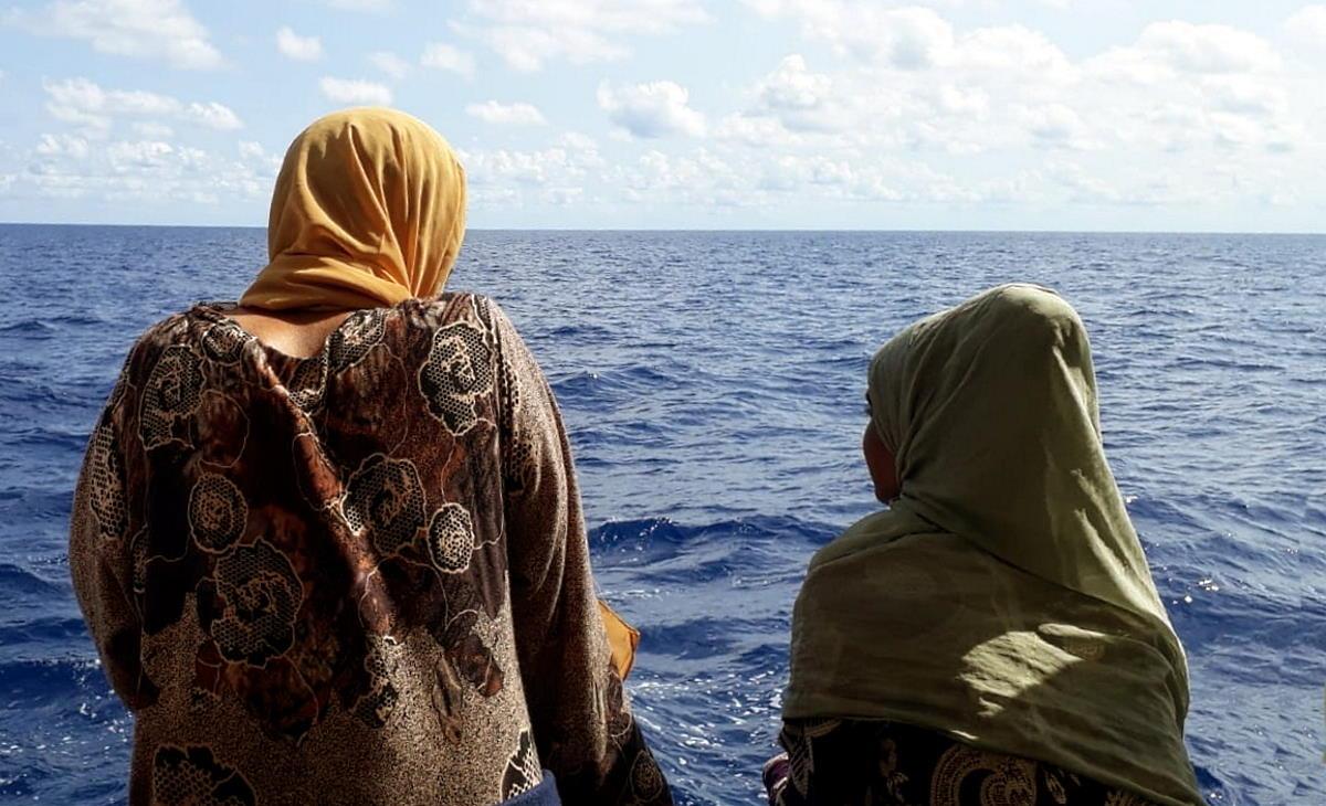 Open Arms: 276 persone in attesa di un porto sicuro