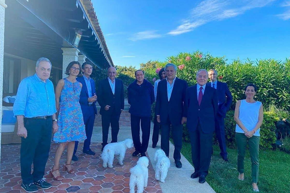 Berlusconi positivo al coronavirus, aveva incontrato Briatore in Sardegna