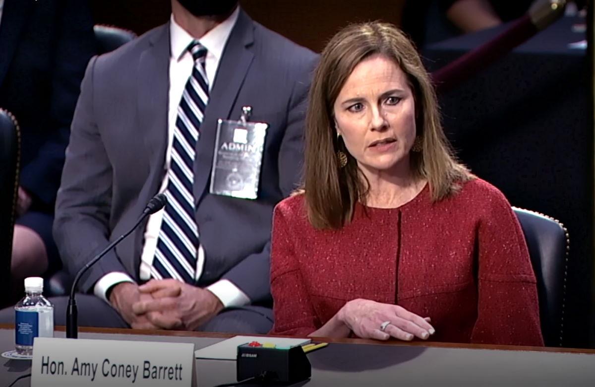 Amy Coney Barrett elude le domande dei senatori dem e dichiara di non essere una pedina di Trump
