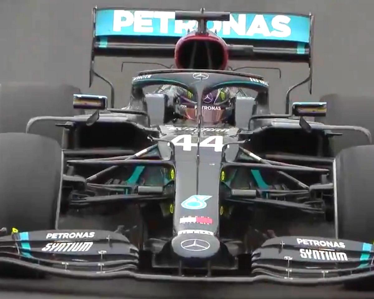 Hamilton è primo in Portogallo e diventa il pilota più vincente in Formula 1 con 92 gran premi conquistati