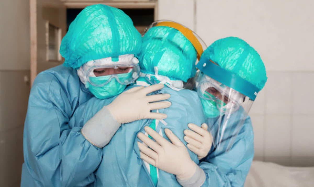 Pandemia: drammatici i numeri del contagio, mentre le istituzioni continuano a ripetere che a primavera la situazione era peggiore