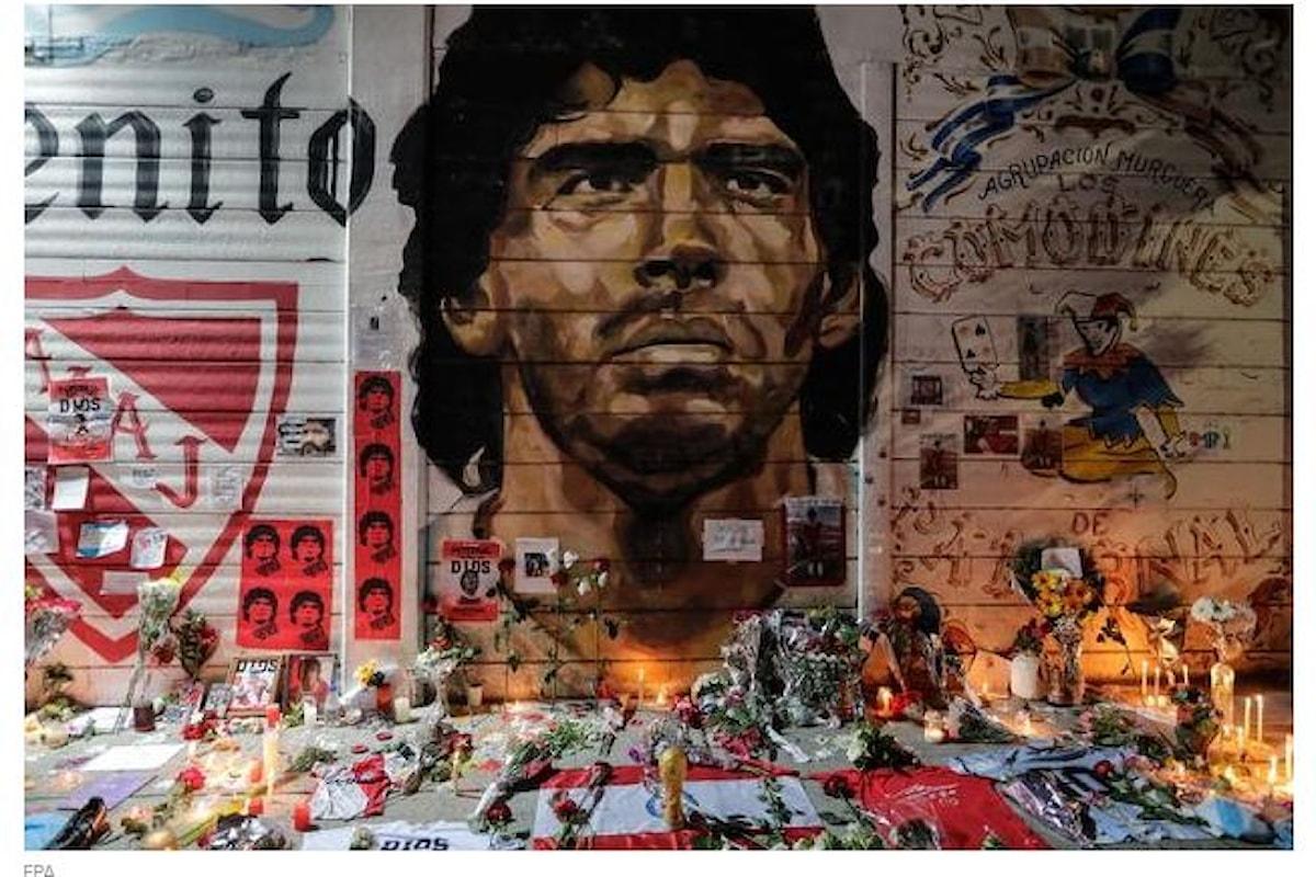 L'Argentina in fila alla Casa Rosada per dare l'ultimo saluto a Diego Armando Maradona