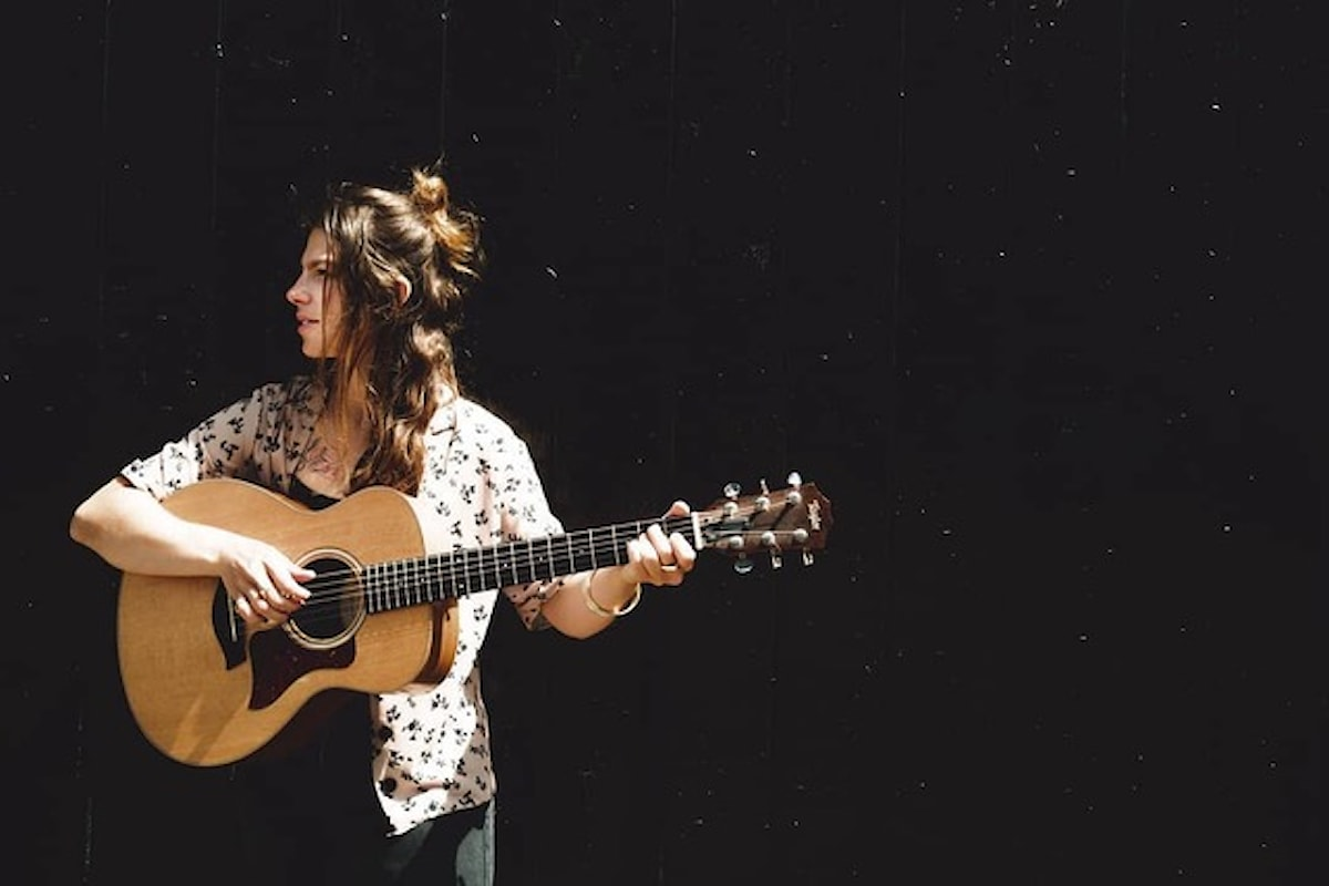 Meri, il suo singolo Fighting with this Earthsu Spotify e YouTube