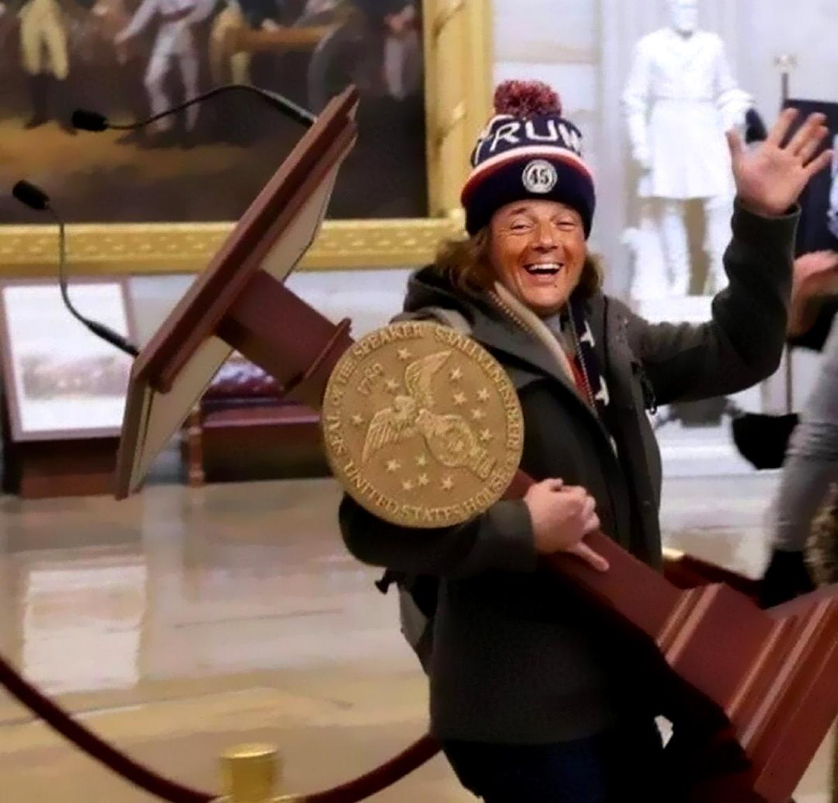Renzi apre la crisi per... insufficienza di poltrone