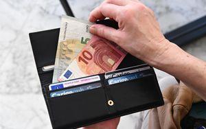 La BCE mette in luce un paradosso: aumenta la domanda di contante insieme all'utilizzo dei pagamenti elettronici