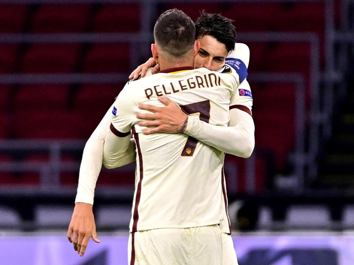 La buona sorte aiuta la Roma che in trasferta batte per 2-1 l'Ajax nell'andata dei quarti di Europa League