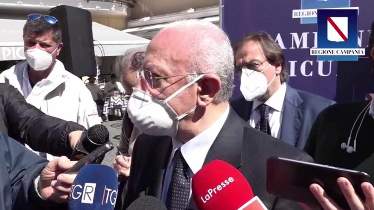 Campania, il presidente De Luca ottimista sulle vaccinazioni: ma con proclami vittoriosi si rischiano disastri