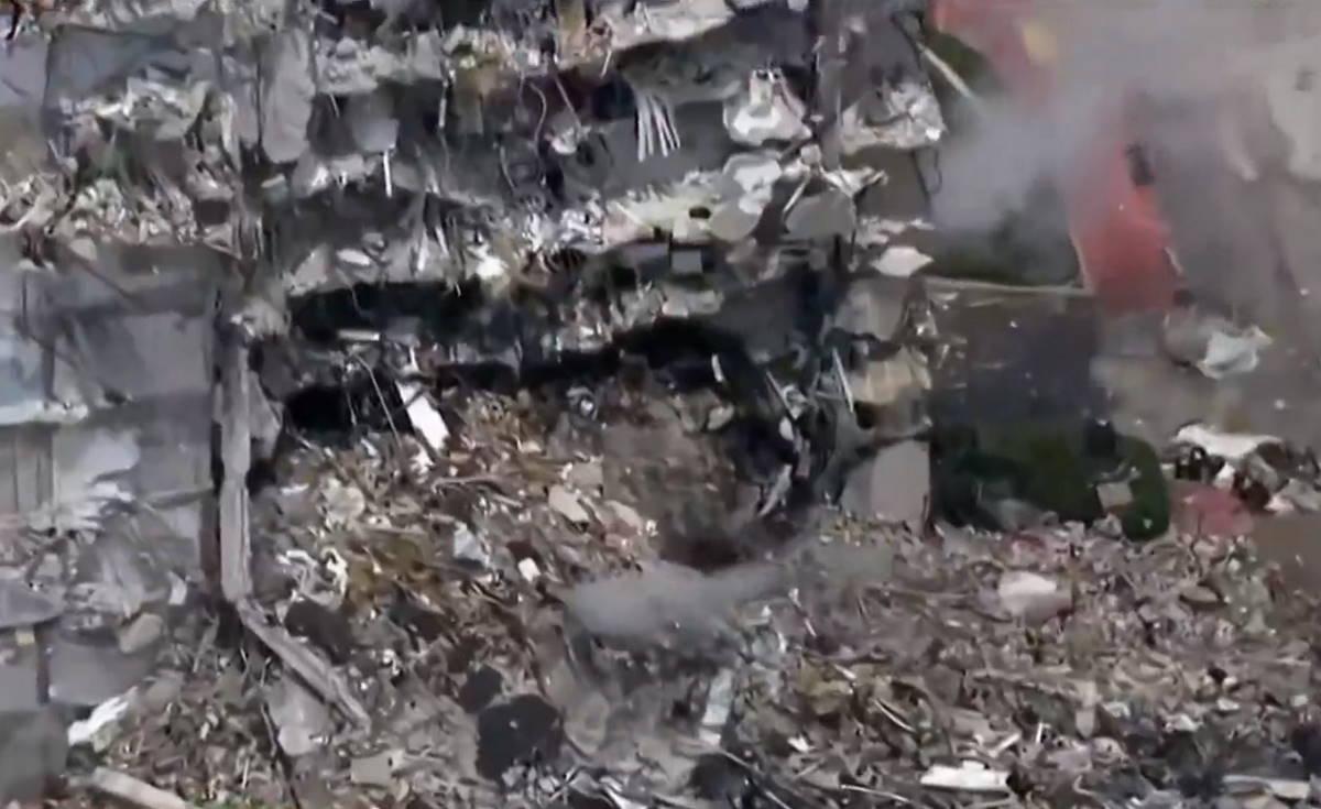Si continua a scavare alla ricerca di sopravvissuti nel residence crollato a Miami giovedì scorso