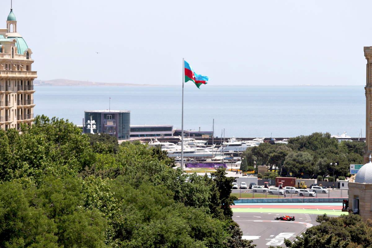 Formula 1, a Baku nelle libere del venerdì bene Red Bull e Ferrari, disastrose le due Mercedes