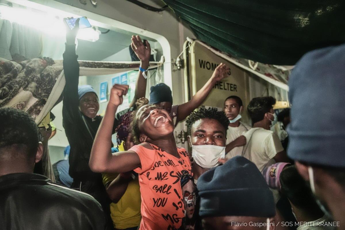 Sono sbarcati a Lampedusa i 572 naufraghi a bordo della Ocean Viking