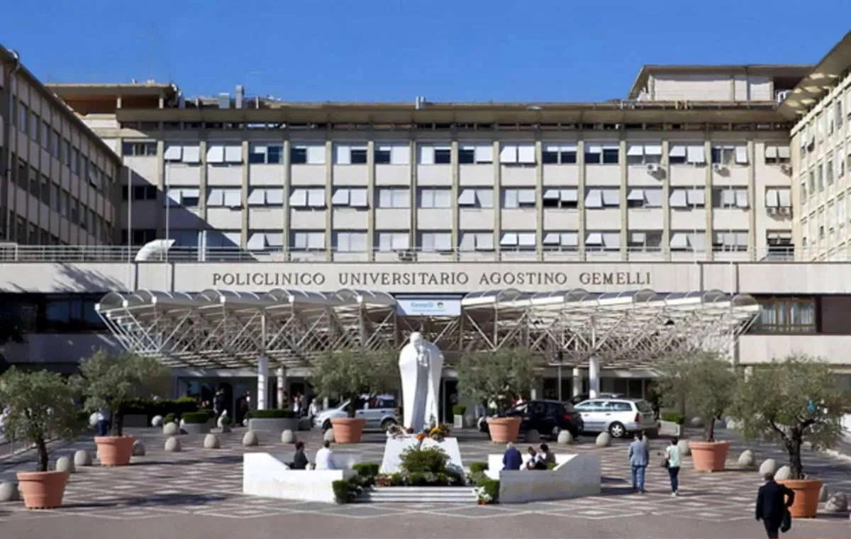 Il bollettino di venerdì rilasciato dal Vaticano con le condizioni di salute di Papa Francesco