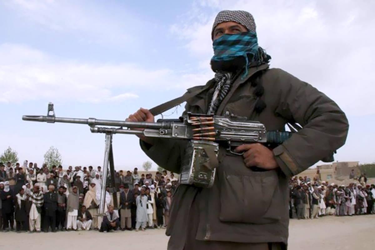 L'Afghanistan rimuove il capo dell'esercito mentre i talebani stanno per conquistare un'altra citta