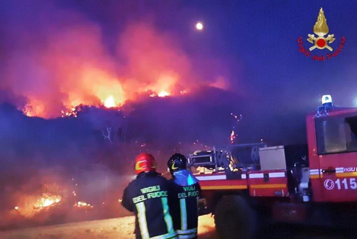 Ancora centinaia al Sud gli interventi dei vigili del fuoco per domare gli incendi