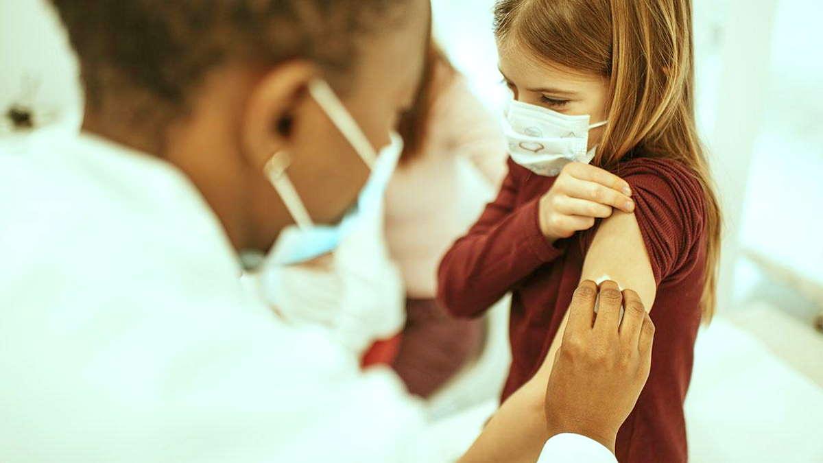 Pfizer e BioNTech: è possibile somministrare Comirnaty anche ai bambini nella fascia di età compresa tra 5 e 11 anni