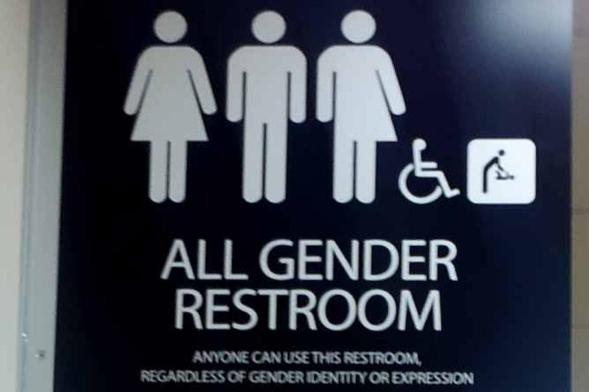 Adesso Trump se la prende pure con i bagni per gli studenti transgender
