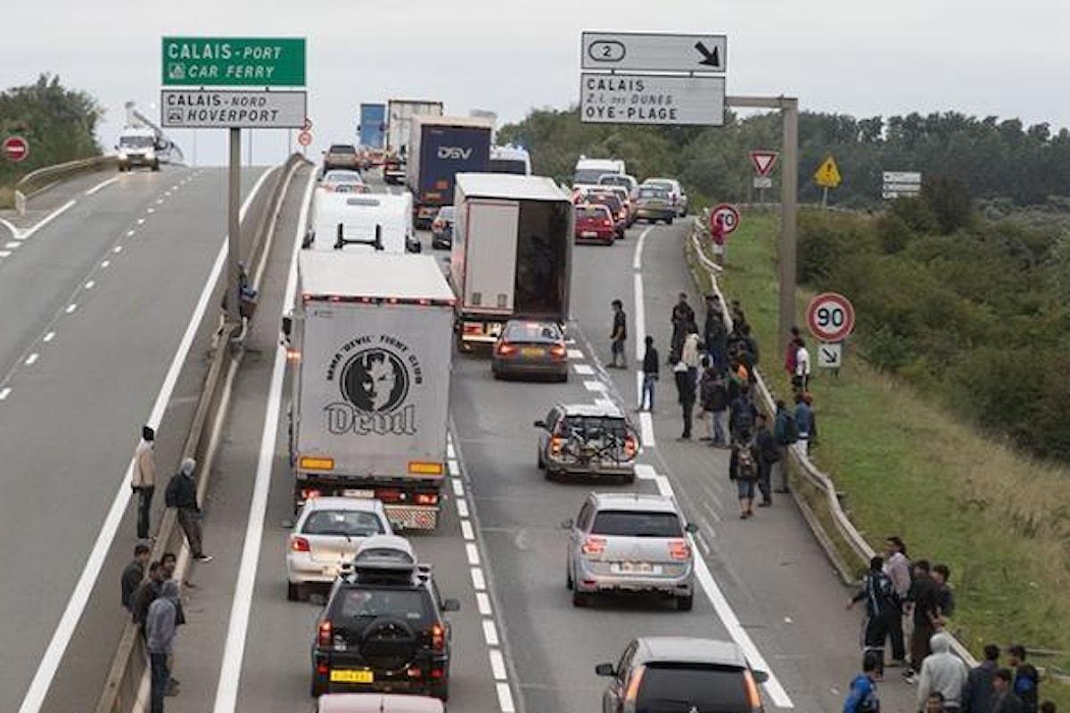 Entro il mese inizio dei lavori per il muro di Calais, nel tentativo di bloccare i migranti