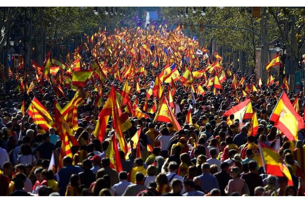 Domenica 29 ottobre gli unionisti sfilano nuovamente per le vie di Barcellona chiedendo la prigione per Puigdemont