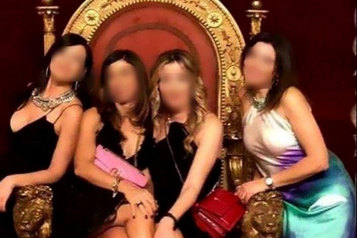 Selfie sul trono reale dei Borbone