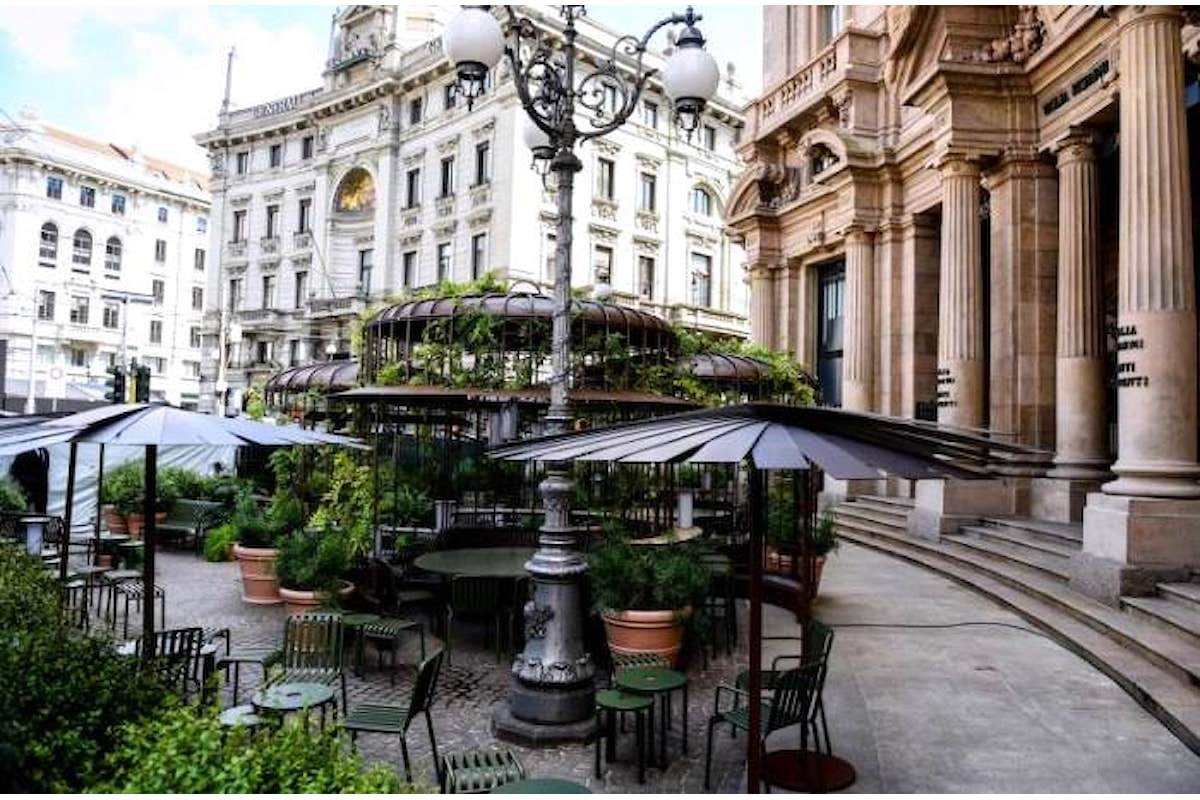 Apre oggi nel cuore di Milano, il primo Starbucks italiano.