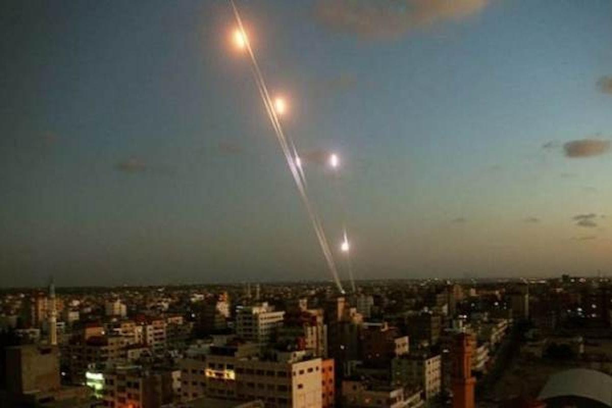 Da Gaza 36 missili su Israele che risponde bombardando la Striscia e accusando l'Iran di essere il mandante dell'attacco