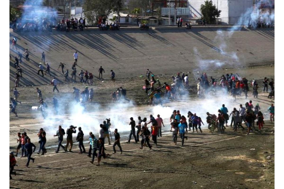 Al confine tra Usa e Messico si inizia ad usare la forza per respingere i migranti