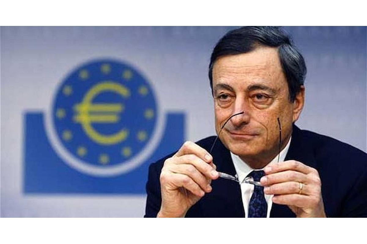 Draghi manda giù l'euro: moneta unica ai minimi degli ultimi 7 mesi sul dollaro