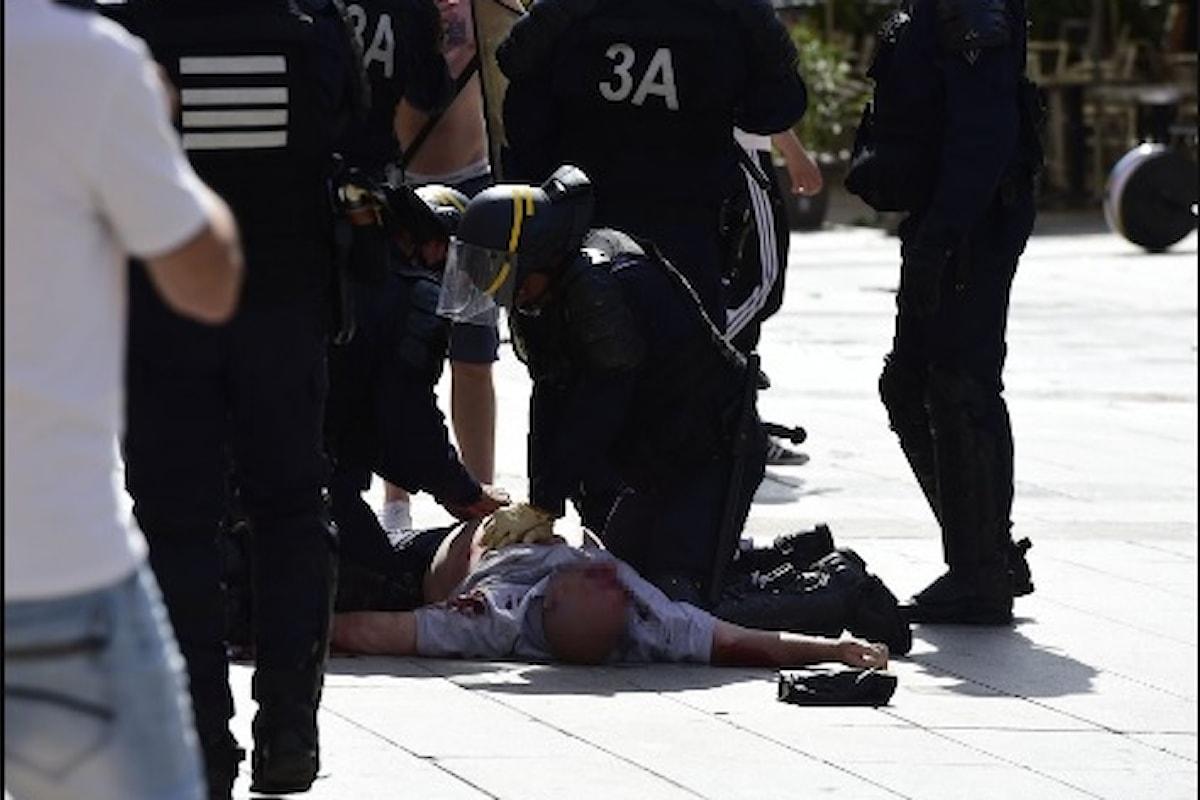 Hooligans russi e inglesi mettono a ferro e fuoco Marsiglia