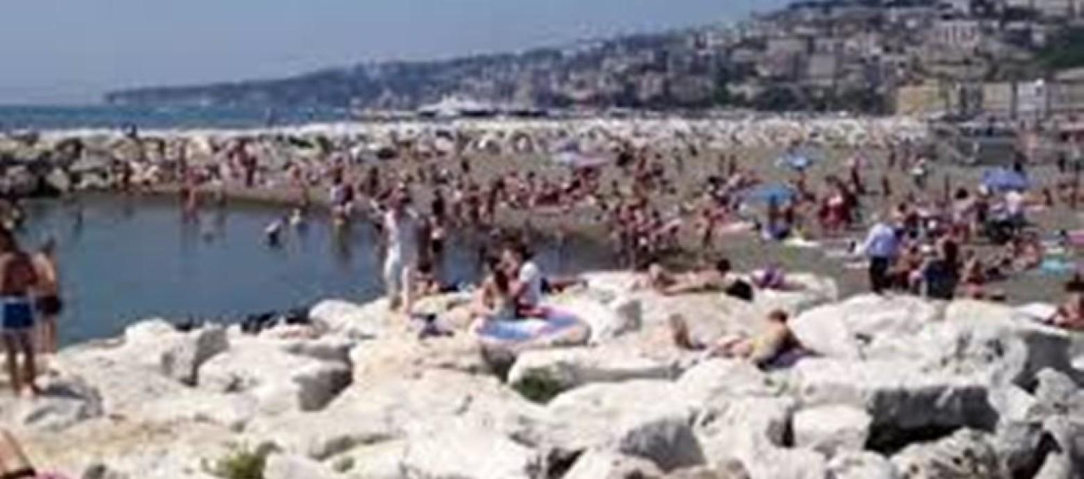 NAPOLI - Pulita da quintali di rifiuti la storica Mappatella beach